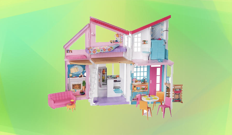 Tots are going to love this playhouse. (Photo: Walmart)