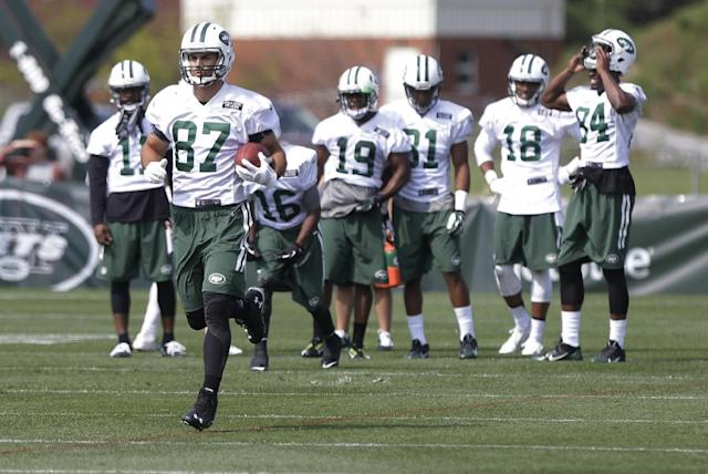 New York Jets wide receiver Eric Decker (87) takes part in a drill at practice during NFL football training camp Friday, July 25, 2014, in Cortland, N.Y. (AP Photo)