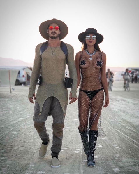 <p>These two are serious couple goals in their matching mesh. <br />Source: Instagram/toshberman </p>