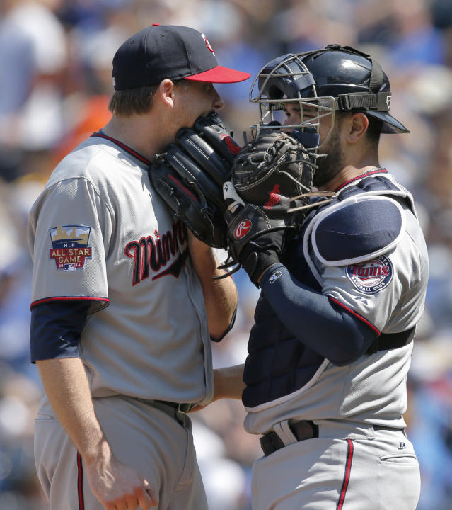 Minnesota Twins starting pitcher Kevin Correia, left, talks with catcher Josmil Pinto after giving up a run in the fourth inning of a baseball game against the Kansas City Royals at Kauffman Stadium in Kansas City, Mo., Saturday, April 19, 2014. (AP Photo/Orlin Wagner)
