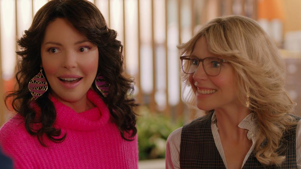 Tully (Katherine Heigl) and Kate (Sarah Chalke) are besties through the years in Firefly Lane. Photo: Netflix