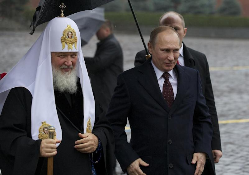 Russian President Vladimir Putin, right, walks with Russian Orthodox Church Patriarch Kirill in Red Square on National Unity Day, November 4, 2013, in Moscow (AFP Photo/Alexander Zemlianichenko)
