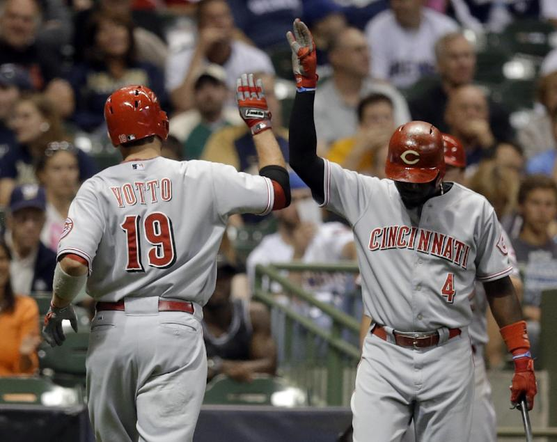 Votto homers, lifts Reds over Brewers 2-1