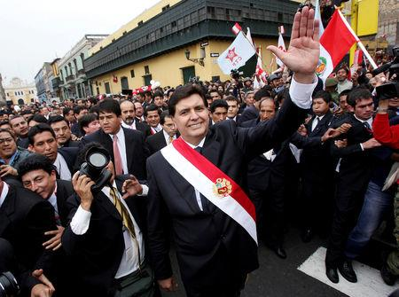 FILE PHOTO: Peru's new President Alan Garcia waves after leaving the Congress where he received the presidential red-and-white sash during his inauguration ceremony in Lima, Peru July 28, 2006. REUTERS/Ivan Alvarado/File Photo