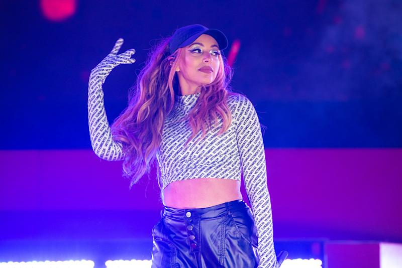 Jade Thirlwall, do Little Mix, durante show na Inglaterra em 2029. Foto: Joseph Okpako/WireImage