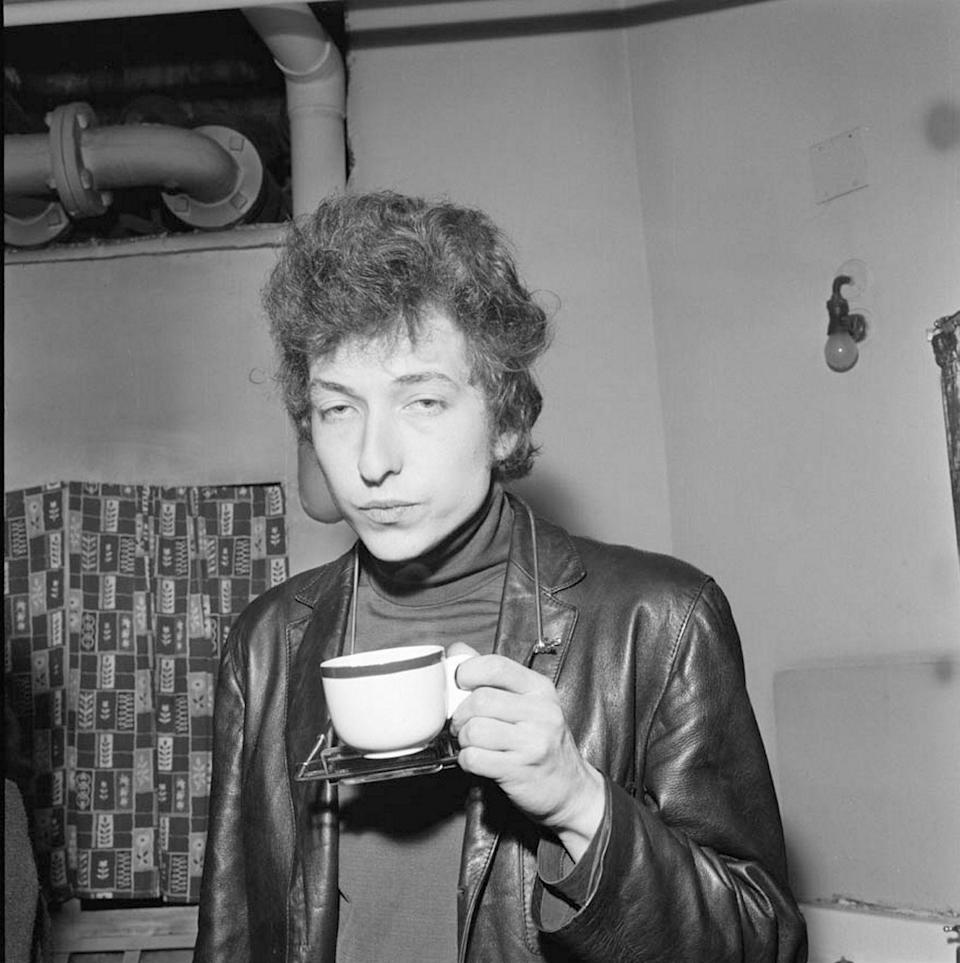 <p>Bob Dylan, backstage at his famous Free Trade Hall Concert, drinking a cup of tea in Manchester, UK in 1965.</p>