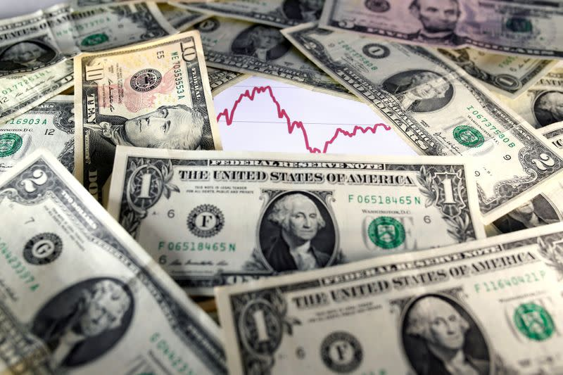 Dollar recovers from six-month low after year-end sell-off