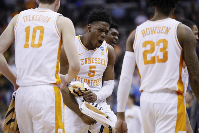 Tennessee's Admiral Schofield (5) reacts after winning a second round men's college basketball game in the NCAA Tournament against Iowa, Sunday, March 24, 2019, in Columbus, Ohio. (AP Photo/John Minchillo)