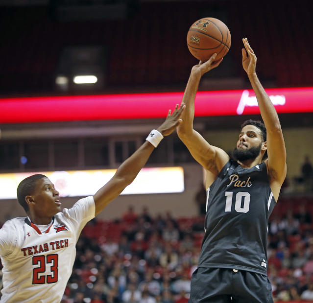 "Nevada's <a class=""link rapid-noclick-resp"" href=""/ncaaf/players/277541/"" data-ylk=""slk:Caleb Martin"">Caleb Martin</a> (10) shoots over Texas Tech's Jarrett Culver (AP Photo/Brad Tollefson)"