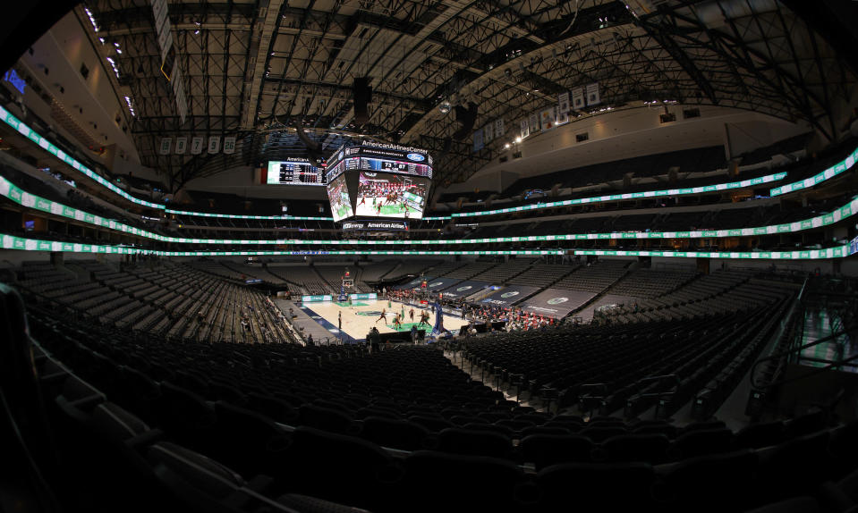 The Chicago Bulls play the Dallas Mavericks during the second half of an NBA basketball game, Sunday, Jan. 17, 2021, in Dallas. (AP Photo/Ron Jenkins)
