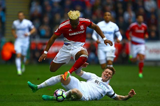 Swansea City's defender Alfie Mawson (R) challenges Middlesbrough's Spanish midfielder Adama Traore at The Liberty Stadium in Swansea, south Wales on April 2, 2017 (AFP Photo/Geoff CADDICK)