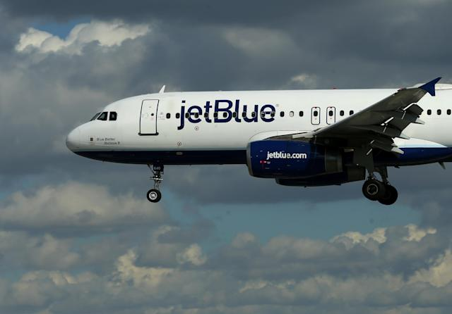 A JetBlue aircraft comes in to land at Long Beach Airport in Long Beach, California, U.S., January 24, 2017. REUTERS/Mike Blake