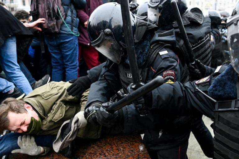 Police clashed with demonstrators in Moscow as tens of thousands took to the streets across the country