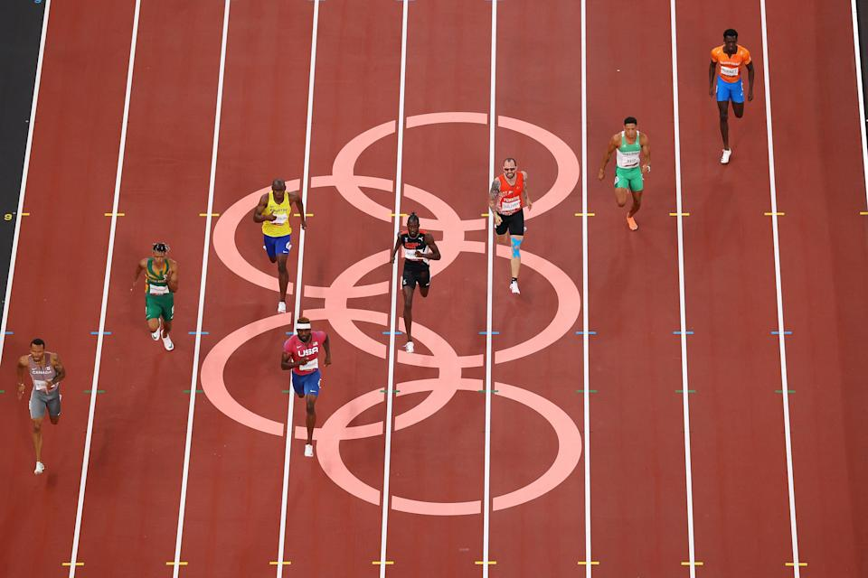 Andre de Grasse (far left) clinches victory in the last semi-final (Getty Images)