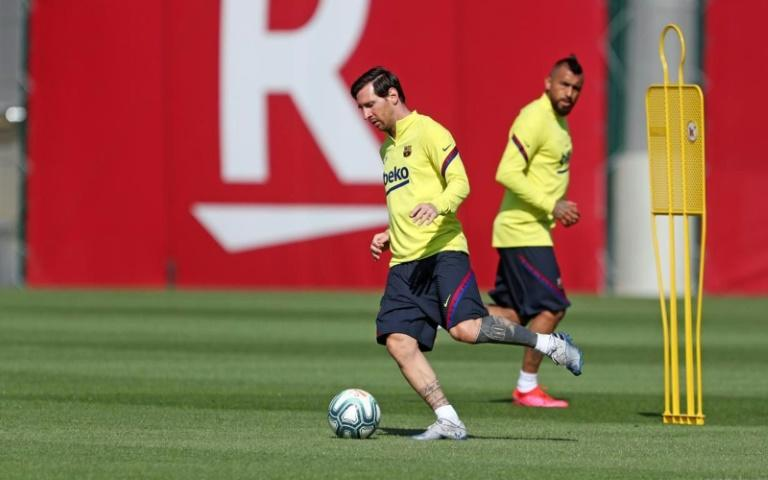 Lionel Messi trained again with his teammates on Monday after feeling tightness in his right thigh last week