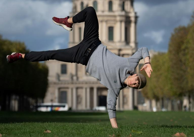 Opera singer Jakub Orlinski founded his own hip-hop crew Skill Fanatikz, which take part in international breakdancing competitions