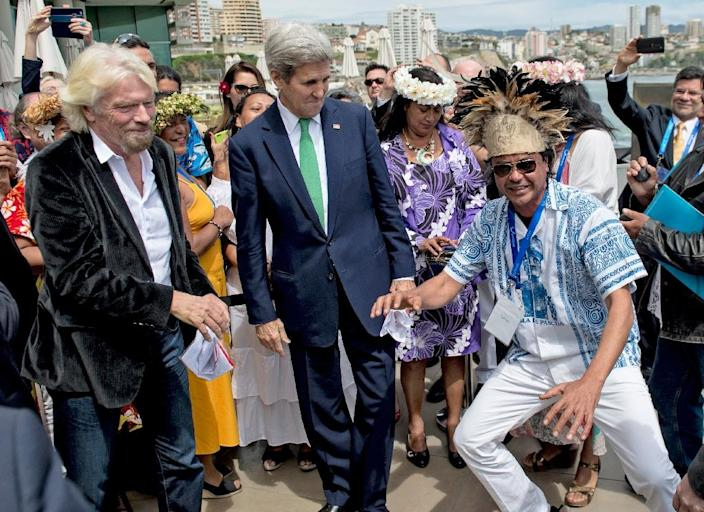 "A member of the Easter Island delegation dances next to US Secretary of State John Kerry (C) and English businessman Richard Branson (L) during the ""Our Ocean"" summit in Vina del Mar, Chile, October 5, 2015 (AFP Photo/Martin Bernetti)"