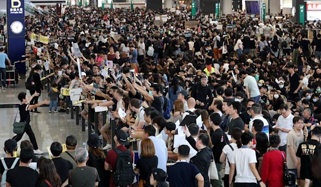 Large crowds were at the airport on Saturday, as part of the three-day demonstration. Photo: Felix Wong