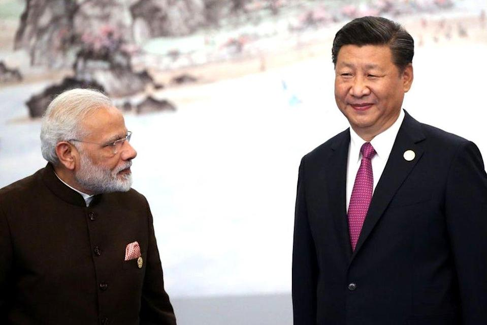 Indian Prime Minister Narendra Modi (L) with Chinese President Xi Jinping (R) prior to the dinner on September 4
