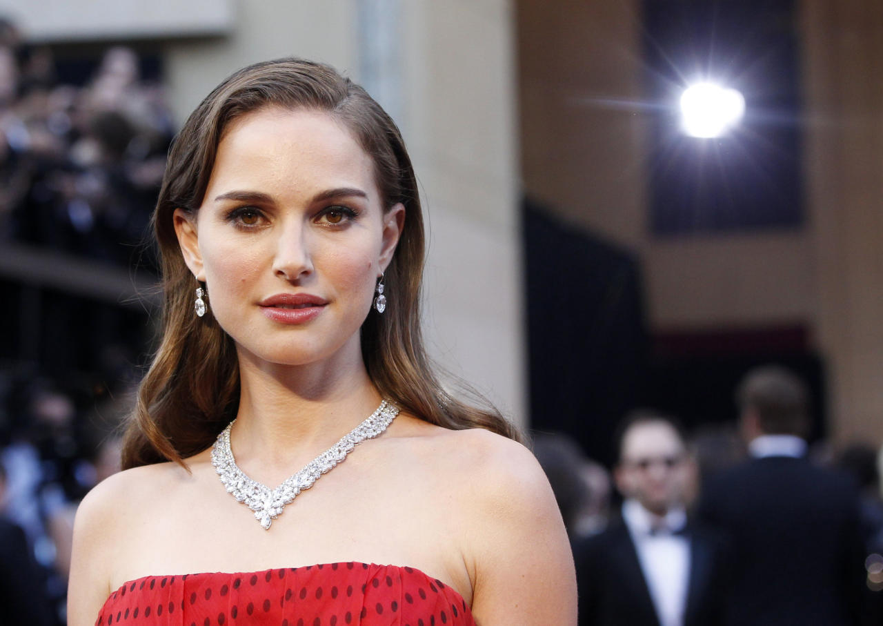 Actress Natalie Portman poses at the 84th Academy Awards in Hollywood at the 84th Academy Awards in Hollywood, California, February 26, 2012.  REUTERS/Mario Anzuoni    (UNITED STATES) (OSCARS-ARRIVALS)