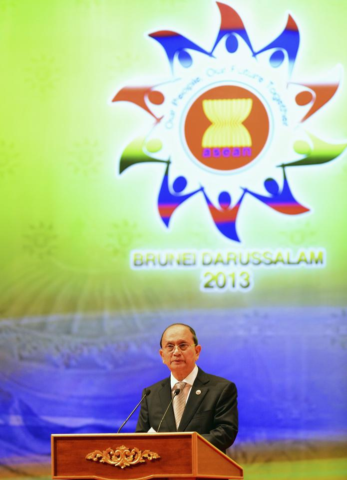 Myanmar's President Thein Sein, chairman of the next ASEAN Summit, deliver his speech at the Closing Ceremony of the 23rd ASEAN Summit in Bandar Seri Begawan, October 10, 2013. REUTERS/Ahim Rani (BRUNEI - Tags: POLITICS)