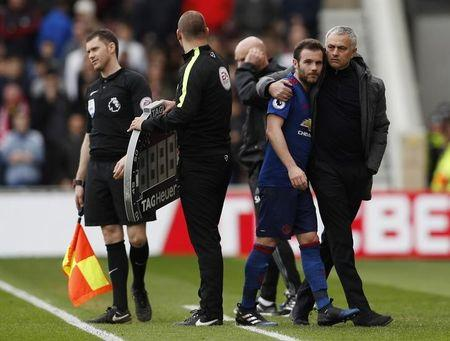Manchester United manager Jose Mourinho congratulates Juan Mata after he is substituted