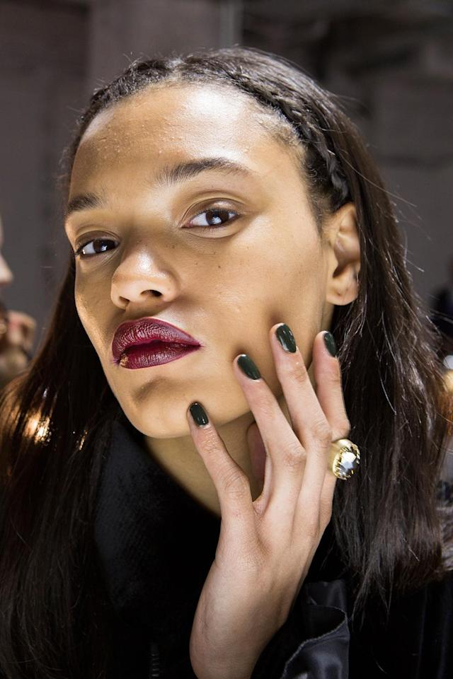 """<p>To highlight the rich velvet, silk, and sheer fabric selections, a combination of Zoya colors were selected. Lead manicurist Naomi Gonzalez perfected an """"edgy magic"""" nail look using a custom blend called Alchemy (a green mixture of Willa and Shawn) and Courtney (a deep red). (Photo: Imaxtree) </p>"""