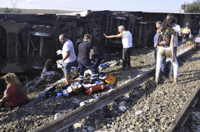 <p>Emergency services rescue victims from overturned train cars near a village in Tekirdag province, Turkey July 8, 2018. (Photo: Mehmet Yirun/DHA-Depo Photos via AP) </p>