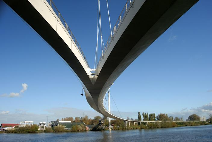 Completed in 2006, Amsterdam's Nescio Bridge was so breathtaking in beauty and form that it won three major awards in a two-year span. Designed by the London-based WilkinsonEyre, the total length of the structure spans almost 2,600 feet, carrying pedestrians and cyclists over the Amsterdam–Rhine Canal.