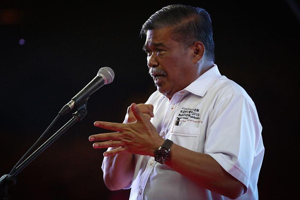 Amanah president Mohamad Sabu speaks during a Jelajah Harapan event in Klang March 7, 2020. — Picture by Yusof Mat Isa