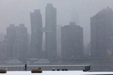Snow blankets Chicago as winter storm sweeps US Midwest