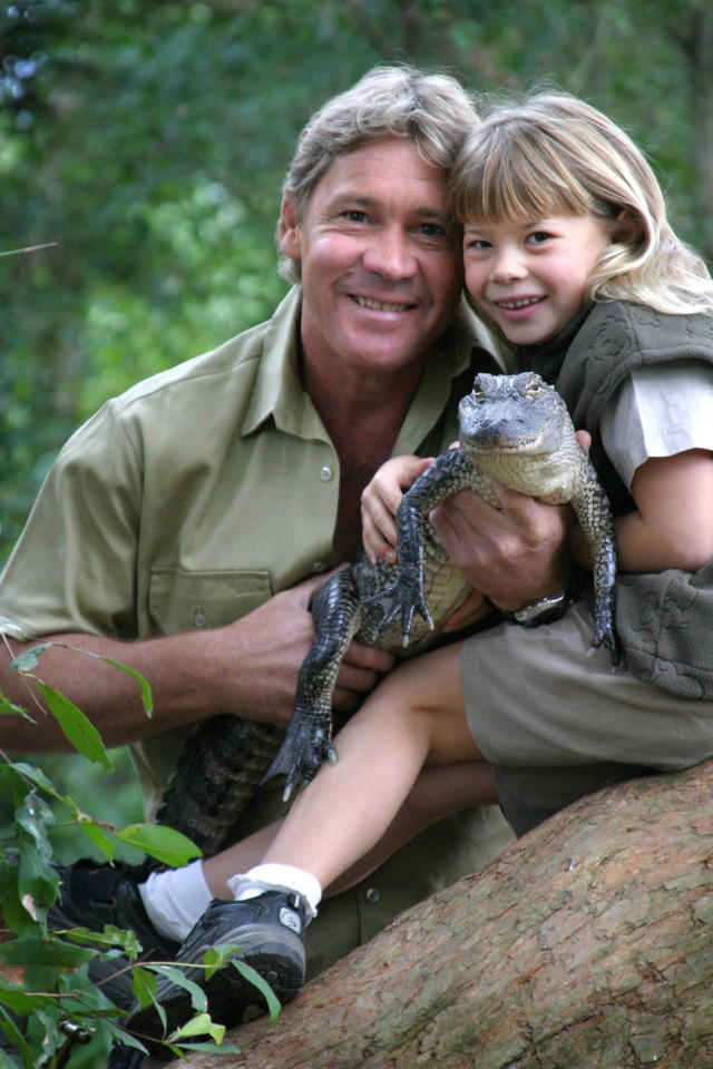Steve Irwin in 2005 with his daughter, Bindi, and a 3-year-old alligator named Russ at Australia Zoo. (Photo: Newspix/Getty Images)