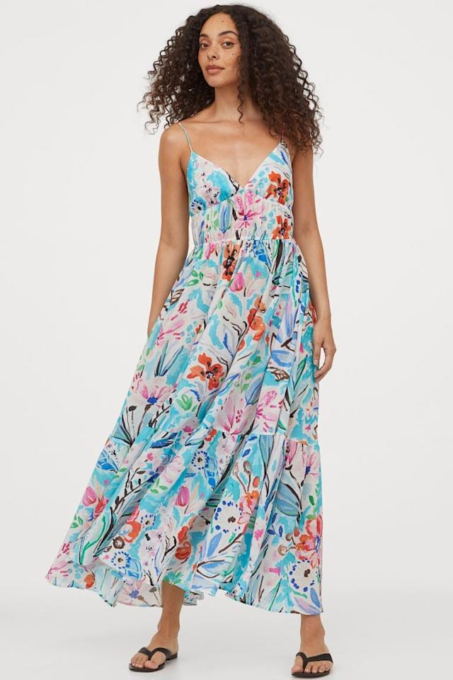 "<p>This <a href=""https://www.popsugar.com/buy/HampM-Textured-Weave-Maxi-Dress-582454?p_name=H%26amp%3BM%20Textured-Weave%20Maxi%20Dress&retailer=www2.hm.com&pid=582454&price=60&evar1=fab%3Aus&evar9=37491732&evar98=https%3A%2F%2Fwww.popsugar.com%2Ffashion%2Fphoto-gallery%2F37491732%2Fimage%2F47553760%2FHM-Textured-Weave-Maxi-Dress&list1=shopping%2Cdresses%2Csummer%20fashion%2Cfashion%20shopping%2Caffordable%20shopping%2Cunder%20%24100&prop13=api&pdata=1"" rel=""nofollow"" data-shoppable-link=""1"" target=""_blank"" class=""ga-track"" data-ga-category=""Related"" data-ga-label=""https://www2.hm.com/en_us/productpage.0885439005.html"" data-ga-action=""In-Line Links"">H&amp;M Textured-Weave Maxi Dress</a> ($60) also comes in pink.</p>"