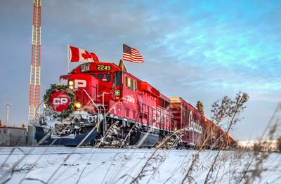 The 2017 CP Holiday Train makes its way west through the prairies. (CNW Group/Canadian Pacific)