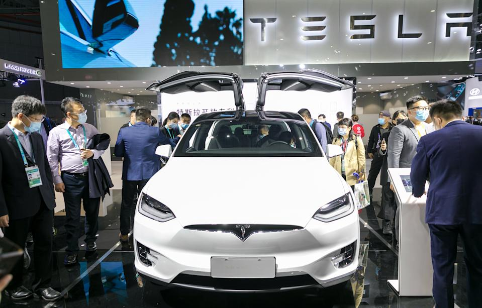 SHANGHAI, CHINA - NOVEMBER 6, 2020 - People view a Tesla Model 3 electric car at the auto exhibition area of the third International Import Expo in Shanghai, China, Nov. 6, 2020.PHOTOGRAPH BY Costfoto / Barcroft Studios / Future Publishing (Photo credit should read Costfoto/Barcroft Media via Getty Images)
