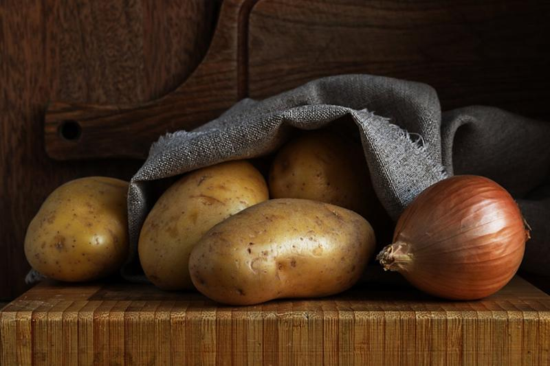 how to store potatoes and onions the right way. Black Bedroom Furniture Sets. Home Design Ideas
