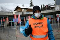 """A ski lift """"Covid angel"""" staffer will have less people to monitor after an entry ban notably on arrivals from Britain"""