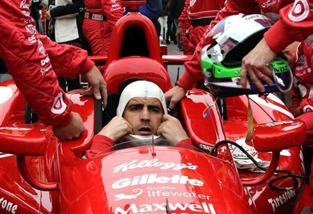 Target Chip Ganassi Racing driver Dario Franchitti of Britain dons his headgear ahead of the 97th running of the Indianapolis 500 at the Indianapolis Motor Speedway in Indianapolis, Indiana, May 26, 2013. REUTERS/Kirk Debrunner