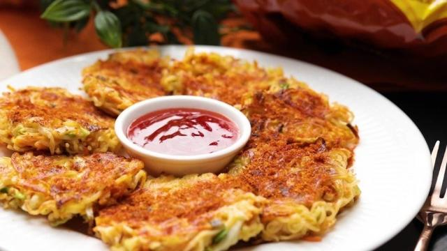 Moyojo Curry instant noodle pancakes