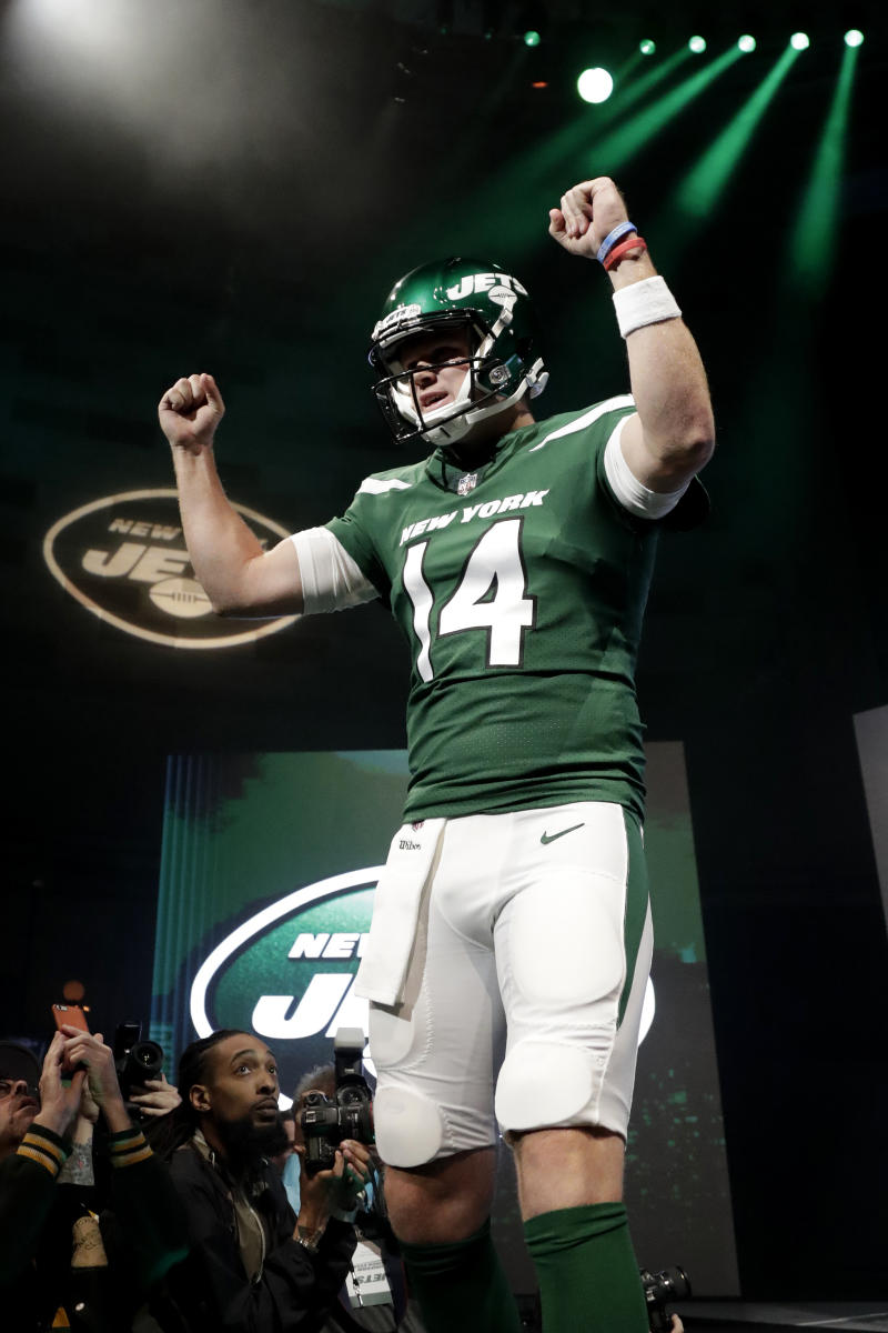 dd3df16910d Jets latest NFL team to tackle meticulous rebranding process