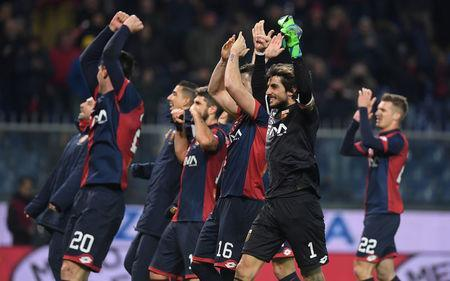 Soccer Football - Serie A - Genoa vs Inter Milan - Stadio Comunale Luigi Ferraris, Genoa, Italy - February 17, 2018 Genoa's Mattia Perin celebrates with team mates after the match REUTERS/Alberto Lingria
