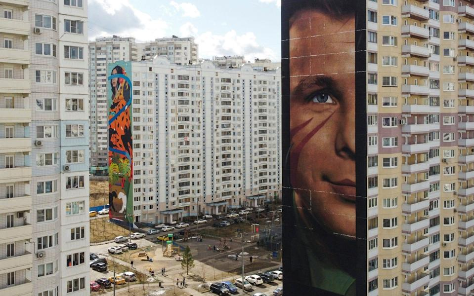 A view shows an apartment block with a mural depicting Soviet cosmonaut Yuri Gagarin, in Odintsovo - MAXIM SHEMETOV/REUTERS
