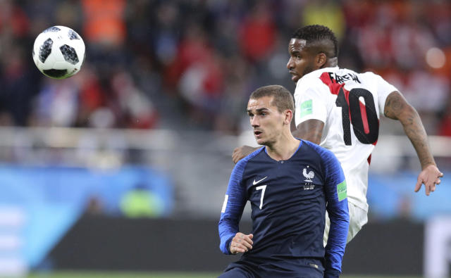 France's Antoine Griezmann, left vies for the ball with Peru's Jefferson Farfan during the group C match between France and Peru at the 2018 soccer World Cup in the Yekaterinburg Arena in Yekaterinburg, Russia, Thursday, June 21, 2018. (AP Photo/David Vincent)