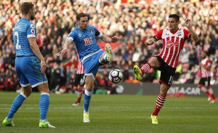 Britain Soccer Football - Southampton v AFC Bournemouth - Premier League - St Mary's Stadium - 1/4/17 Southampton's Dusan Tadic in action with Bournemouth's Dan Gosling Action Images via Reuters / John Sibley Livepic