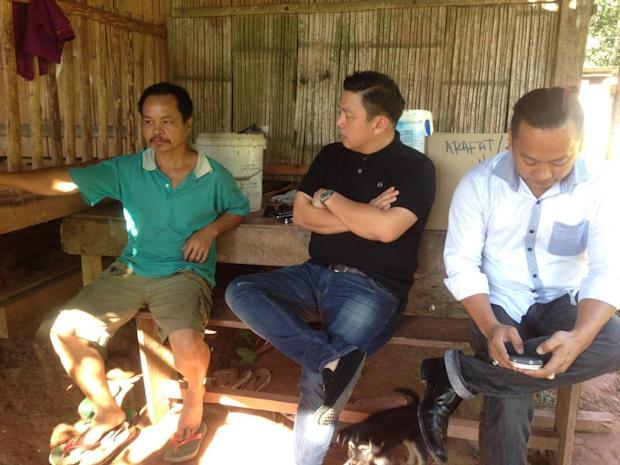 Jilius Yapoo (left) said through his lawyer Darell Leiking (centre) that a letter of demand was sent to the school over a month ago, but they have yet to reply or contact him regarding the queries. ― File pic