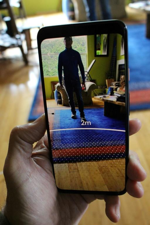 A new smartphone tool called Sodar uses augmented reality to help people stay within the recommended social distance of others