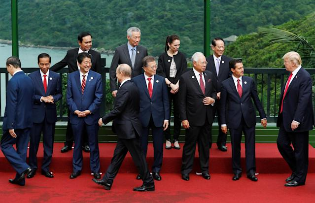<p>Leaders attend the family photo session at the APEC Summit in Danang, Vietnam, Nov. 11, 2017. (Top L-R) Thailand's Prime Minister Prayuth Chan-ocha, Singapore's Prime Minister Lee Hsien Loong, New Zealand's Prime Minister Jacinda Ardern, Taiwan's representative James Soong, (bottom L-R) Vietnam's President Tran Dai Quang, Indonesia's President Joko Widodo, Japan's Prime Minister Shinzo Abe, Russia's President Vladimir Putin, South Korea's President Moon Jae-in, Malaysia's Prime Minister Najib Razak, Mexico's President Enrique Pena Nieto, President Donald Trump. (Photo: Jorge Silva/Reuters) </p>