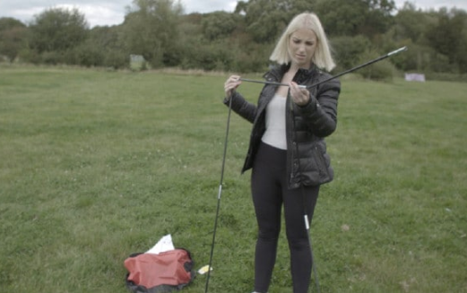 The teen struggles to put up her tent on the holiday. Source: 5Star