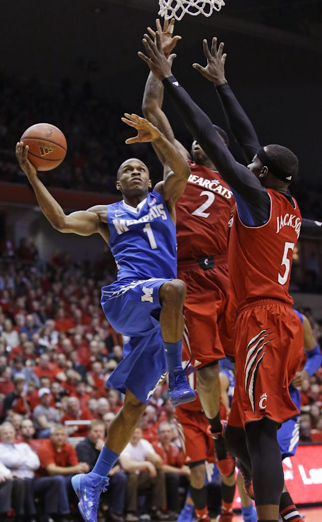 Memphis guard Joe Jackson (1) drives against Cincinnati forward Titus Rubles (2) and forward Justin Jackson (5) in the second half of an NCAA college basketball game, Thursday, March 6, 2014, in Cincinnati. Jackson led Memphis with 21 points in the game won by Cincinnati 97-84. (AP Photo/Al Behrman)