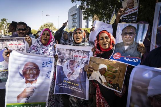 Families of former regime figures and their associates protest in Khartoum against the detention of their relatives (Bel Trew)